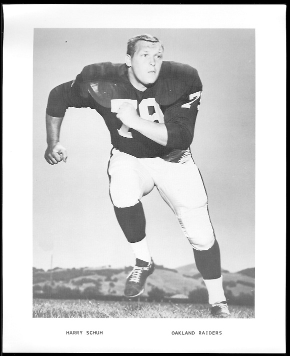 Harry Schuh 1969 Raiders Team Issue football card