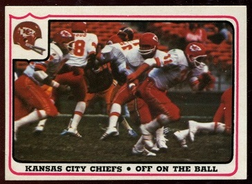 Kansas City Chiefs - Off on the Ball 1976 Fleer Team Action football card