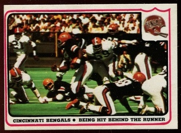 Cincinnati Bengals - Being Hit Behind the Runner 1976 Fleer Team Action football card